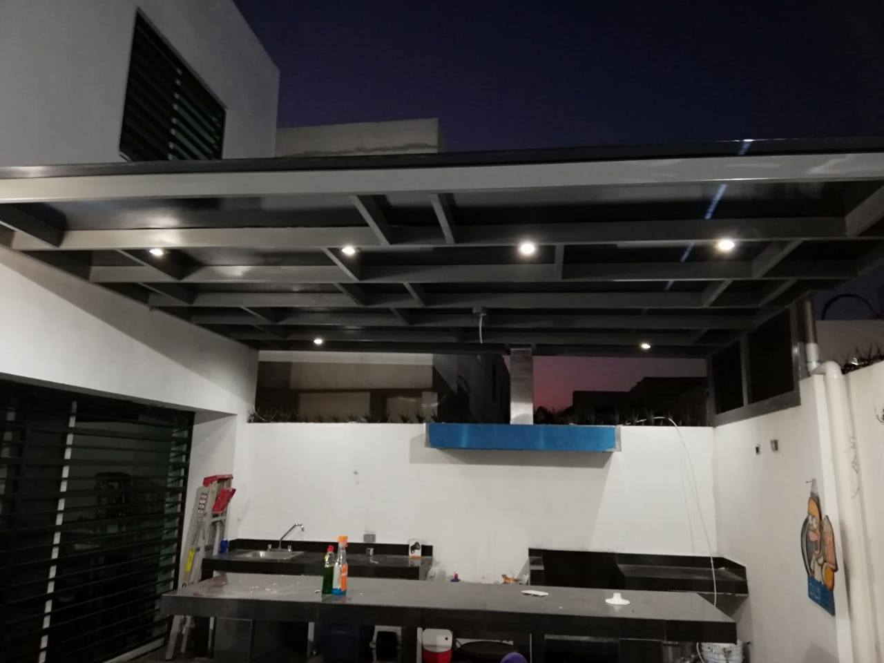 techo de policarbonato celular en patio